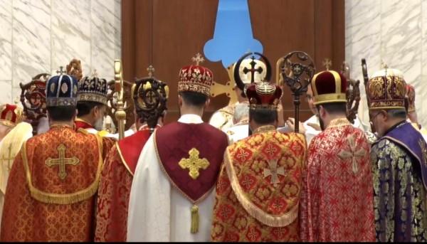 """مراسم تنصيب قداسة البطريرك مار آوا الثالث، بطريركاً على كنيسة المشرق النسطورية      عشتارتيفي كوم/     """"ليس أنتم اخترتموني بل Articles_image320210915071628Zsd8"""